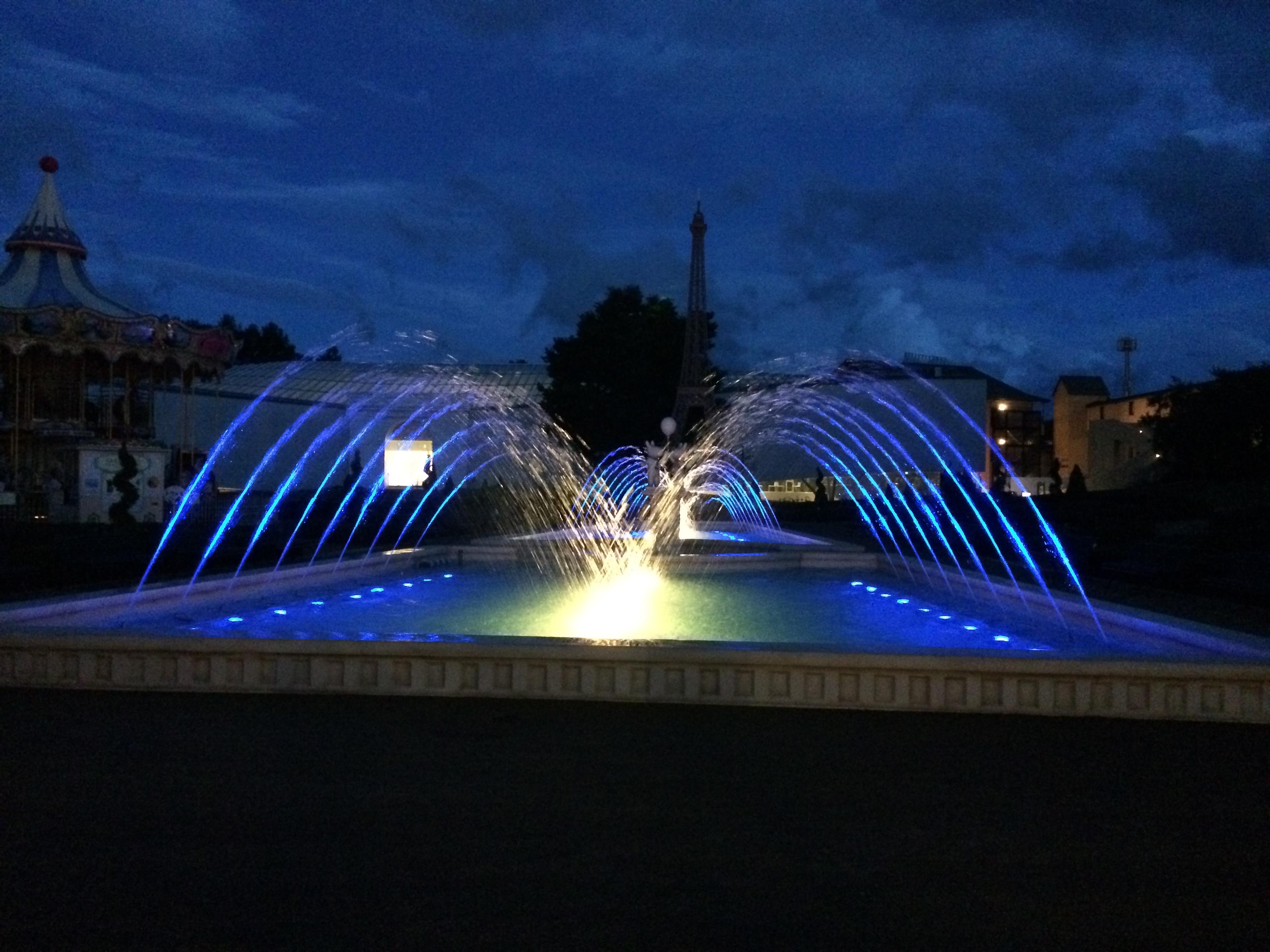 富士急ハイランド リサとガスパールタウン エッフェル塔広場噴水(山梨県)