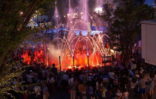 森のナイトカフェ(流山おおたかの森駅南口都市広場)で噴水ショーを開催致します