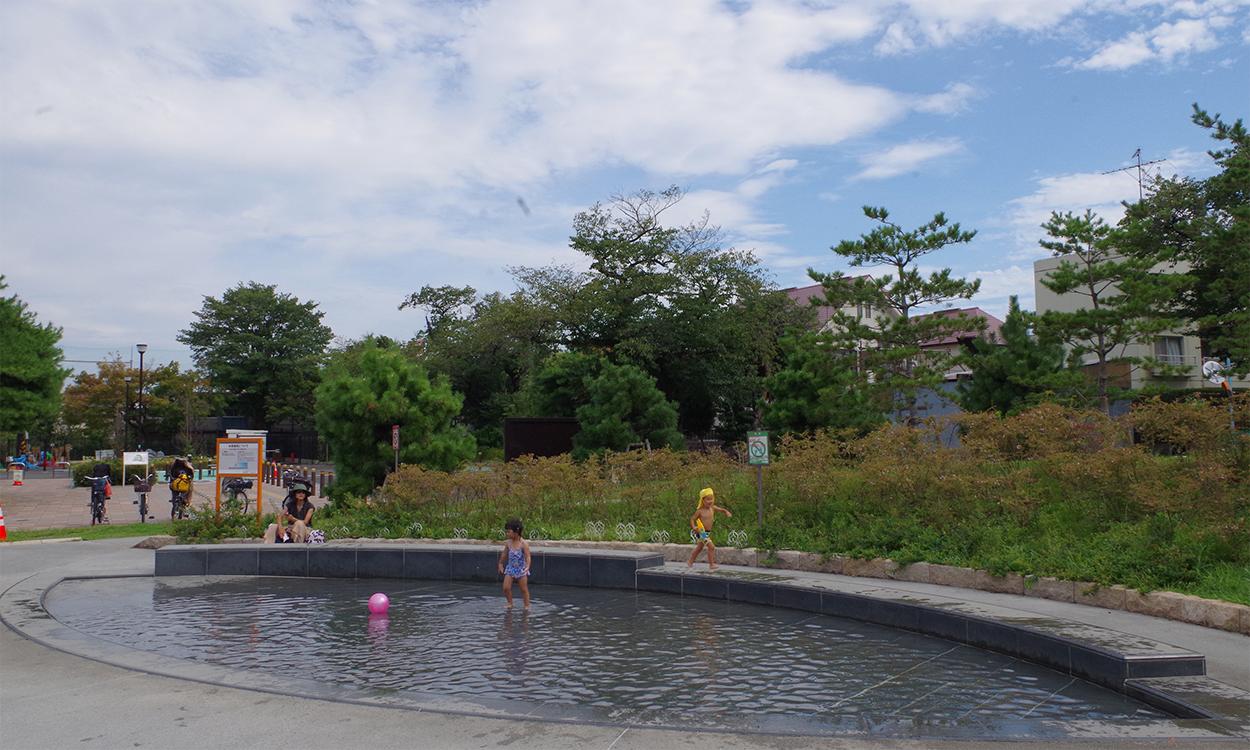 【じゃぶじゃぶ池】下高井戸おおぞら公園 親水施設設計・施工(東京都杉並区)